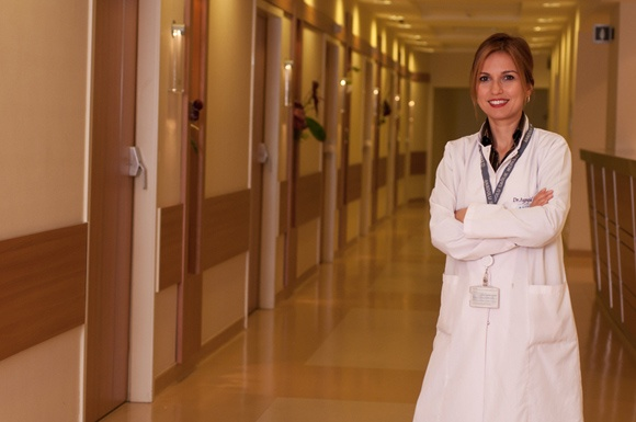 д-р Айшегюл Карахан