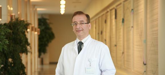 доц. д-р Ибрахим Акмаз